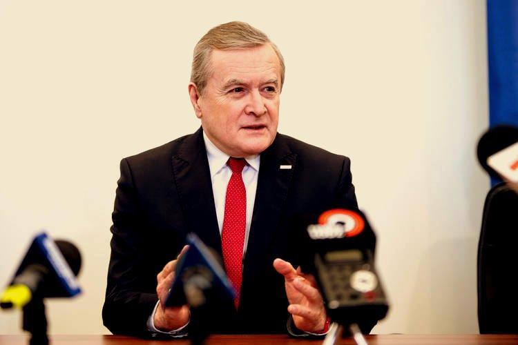 Wicepremier Piotr Gliński wzmacnia organizacje pozarządowe.