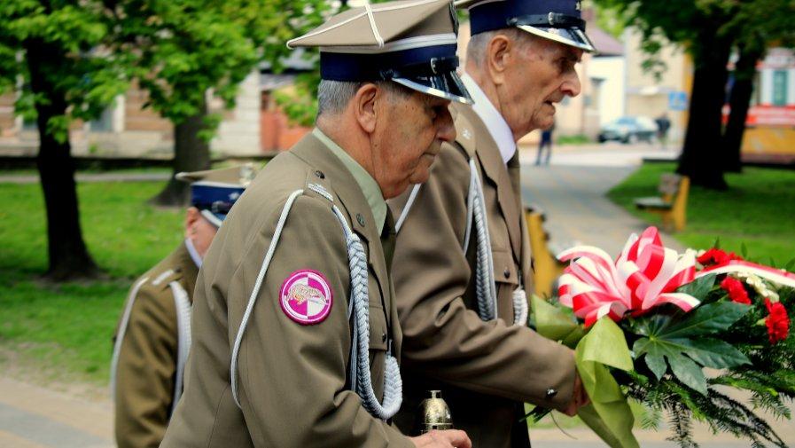 Dźwiękiem syren rozpoczęły się uroczystości 74-lecia zakończenia II Wojny Światowej