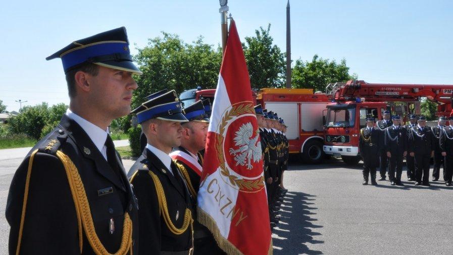 W dniu 31 maja 2019 r. odbyły się Powiatowe Obchody Dnia Strażaka. Oficjalna część uroczystości, która miała miejsce na placu przed budynkiem Komendy Powiatowej PSP w Opocznie, rozpoczęła się od złożenia meldunku.