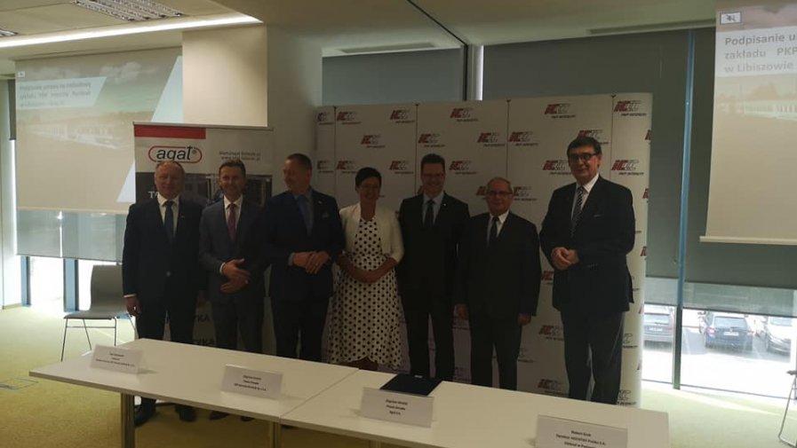 13 września br., odbyło się uroczyste podpisanie umowy z wykonawcą budowy nowych hal z warsztatami specjalistycznymi oraz obiektów zaplecza technicznego i socjalno-administracyjnego. Wartość inwestycji sięga 135 mln zł brutto.