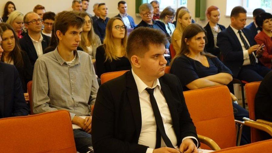 Podopieczni Zespołu Szkół Powiatowych im Stanisława Staszica znaleźli się w gronie osób nagrodzonych stypendiami dla najzdolniejszych.