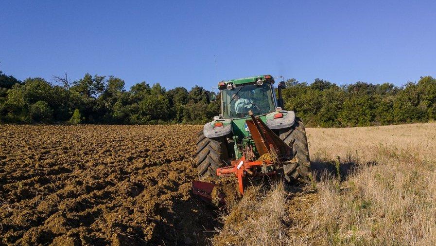 """Rolnicy mogą składać wnioski o przyznanie pomocy na """"Rozwój przedsiębiorczości – rozwój usług rolniczych"""" w ramach poddziałania """"Wsparcie inwestycji w tworzenie i rozwój działalności pozarolniczej"""".Wnioski przyjmowane będą do 20 listopada 2019 roku."""