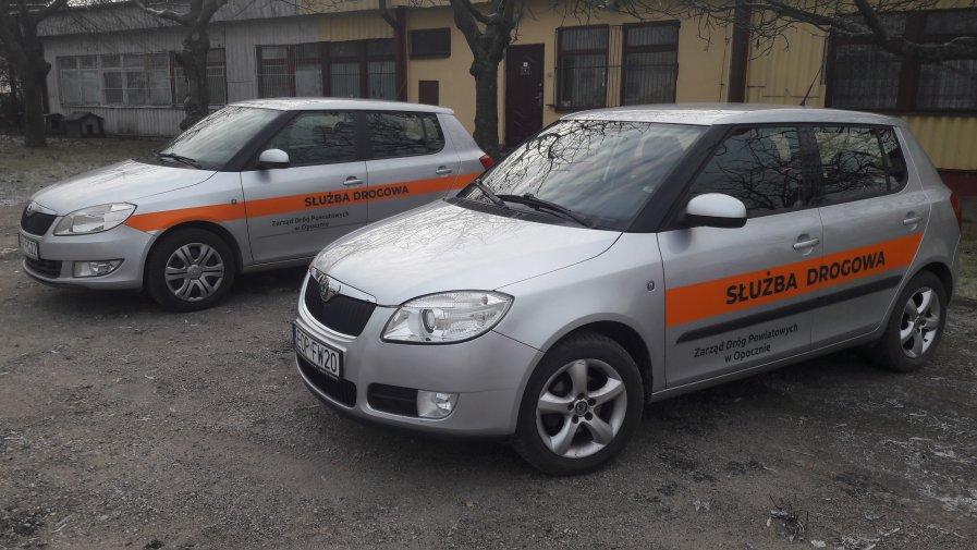 W bieżącym roku zostały zakupione do Zarządu Dróg Powiatowych w Opocznie dwa używane samochody osobowe marki Skoda Fabia dla potrzeb służb liniowych.