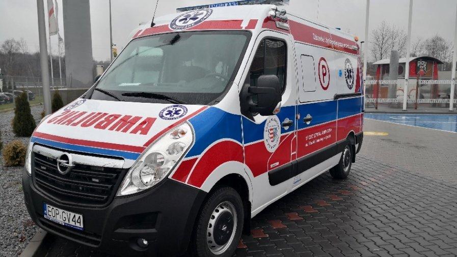 W poniedziałkowy poranek zespół ratownictwa medycznego oraz policjanci z Komendy Powiatowej Policji w Opocznie udzielili pomocy pacjentowi, który został przejechany przez wózek widłowy. Do nieszczęśliwego wypadku doszło na terenie Drzewicy.