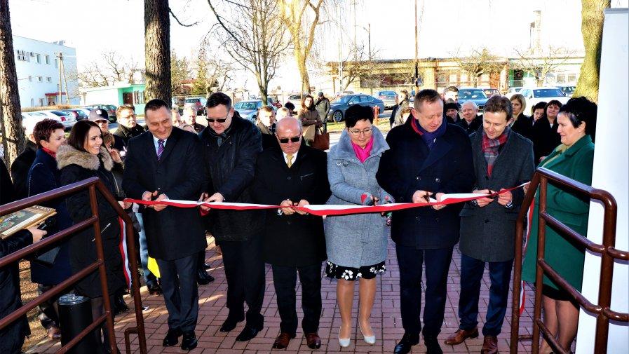 Powiatowy Urząd Pracy w Opocznie przeniósł się z siedziby przy ul. Armii Krajowej do budynku przy ul. Rolnej.Uroczysta i symboliczna ceremonia otwarcia odbyła się w ubiegły piątek, 7-go lutego.
