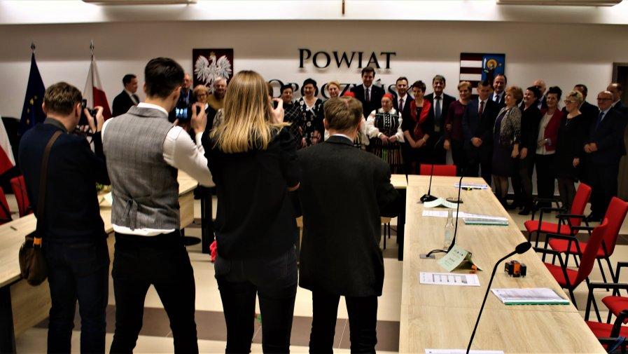 Podczas Forum Organizacji Pozarządowych nasze starostwo odwiedziło kilkaset osób. Gościem specjalnym wydarzenia był Wojewoda Łódzki Tobiasz Bocheński.