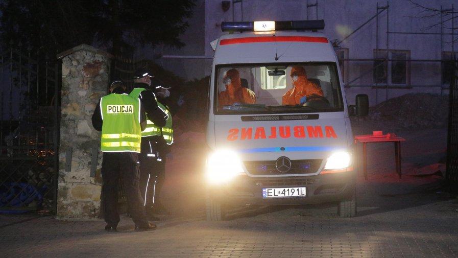 Podczas Ewakuacji Domu Pomocy Społecznej w Drzewicy Wojewódzka Stacja Ratownictwa Medycznego skierowała do pomocy aż 8 ambulansów, 16 ratowników a także kierownictwo i zespół ds. dekontaminacji.