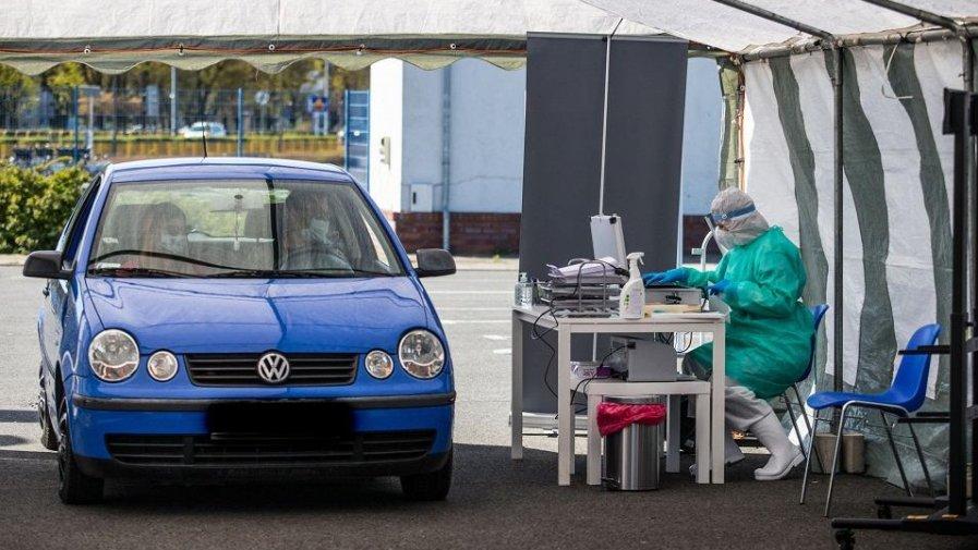 Od jutra (5.05.2020r.) swoją działalność rozpocznie pierwszy w Powiecie Opoczyńskim BEZPŁATNY punkt pobrań typu drive-thru, dzięki któremu bez wysiadania z samochodu pobierany będzie wymaz celem wykonania oznaczenia PCR w kierunku koronawirusa SARS-CoV-2.