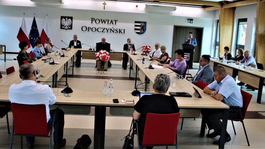 Opoczyńscy radni jednogłośnie udzielili Zarządowi Powiatu Opoczyńskiego absolutorium z tytułu wykonania budżetu za 2019 rok.