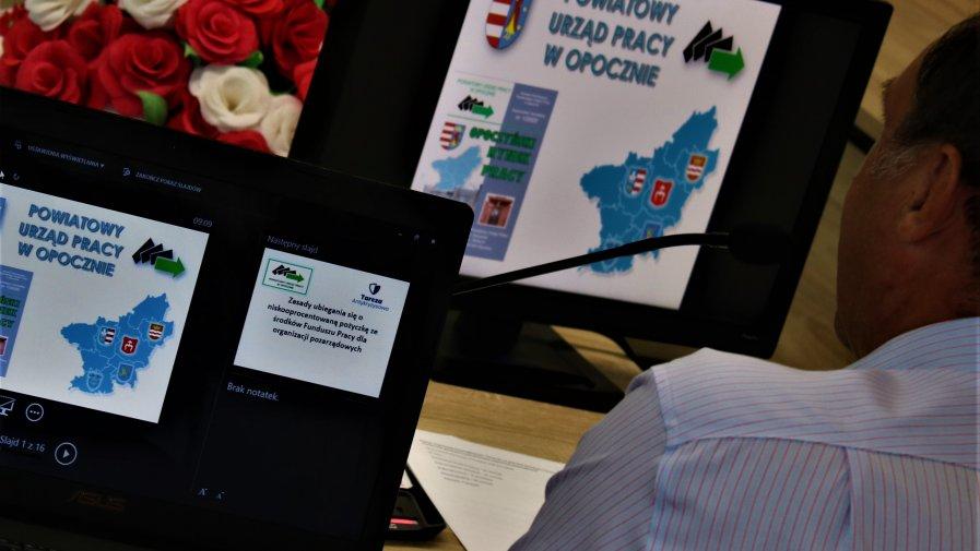 Tarcza Antykryzysowa stworzona została również z myślą o organizacjach pozarządowych.Powiatowy Urząd Pracy zorganizował w Starostwie Powiatowym spotkanie objaśniające zasady ubiegania się o nisko oprocentowaną pożyczkę.